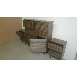 Miegamojo komoda su spintelėmis prie lovos A1001